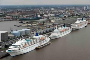 drei Kreuzfahrtschiffe der Phoenix Reisen GmbH gleichzeitig in Bremerhaven