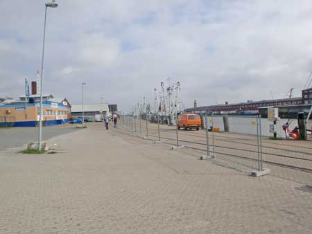 700 Meter Metallzaun im Alten Fischereihafen von Cuxhaven