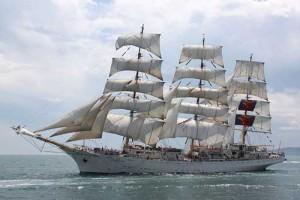 das Vollschiff Dar Mlodziezy kommt nach Bremerhaven